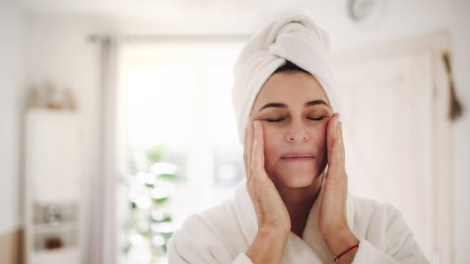 Eine Frau aus den USA liegt im Koma, weil in ihrer Gesichtscreme eine starke Form von Quecksilber gefunden wurde. (Symbolfoto)