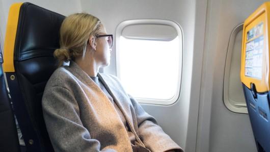 Wer während des gesamten Fluges schläft, kann unter Umständen keinen Druckausgleich machen. (Symbolfoto)
