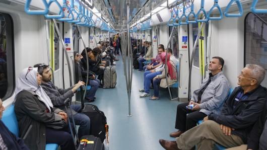 U-Bahn: Ein Mann hat eine Familie rassistisch beschimpft. (Symbolbild)
