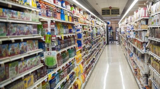 Supermarkt: Keiner weiß, wo sich der Mann versteckt hält. (Symbolbild)