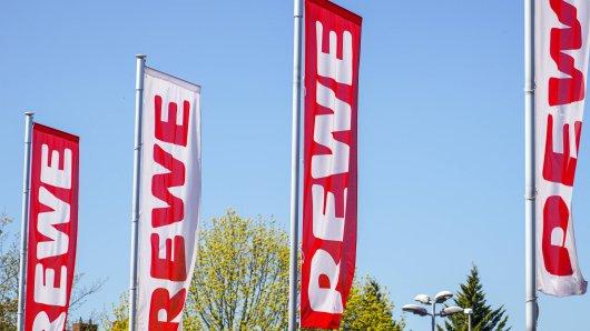 Rewe: Das Unternehmen fährt riesige Summen durch die Corona-Krise und Hamsterkäufe ein. (Symbolbild)