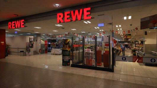Rewe: Die Kundin war fassungslos, als sie die Nachricht des Supermarktes erhielt. (Symbolbild)