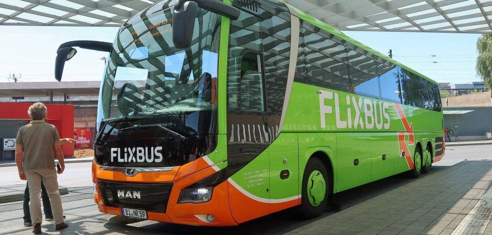 Corona: Flixbus hat nun bekannt gegeben, wie seine Fahrer , bei renitenten Maskenverweigerern zu reagieren haben. (Symbolbild)