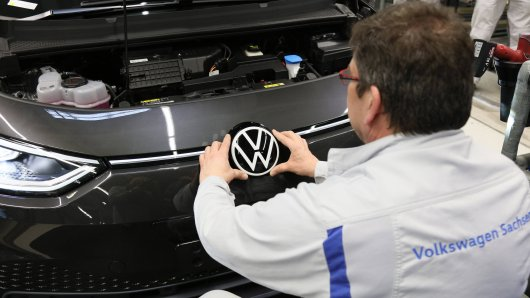 Streicht der VW-Konzern die geplanten Zusatzschichten in der Sonntagnacht? (Symbolbild)