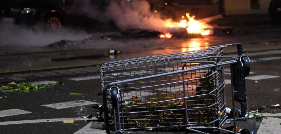 Die Polizei Wolfsburg hat in Westhagen zunächst einen brennenden Einkaufswagen entdeckt. Dann fanden die Beamten noch etwas anderes... (Symbolbild)
