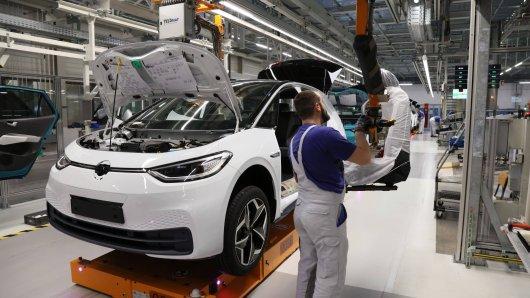 VW-Mitarbeiter dürfen sich über ihren Bonus freuen. Doch eine Sache sorgt bei manchen für Frust! (Symbolbild)