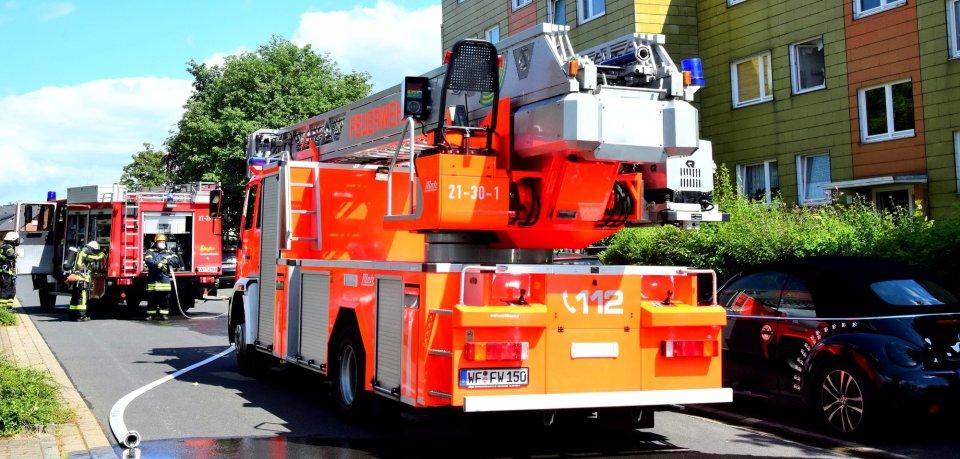 Bei einem Brand in der Grüssauer Straße in Wolfenbüttel ist eine Frau verletzt worden.