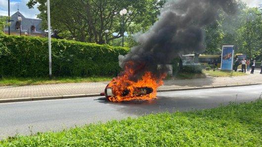 Ein dänischer Tourist musste mitansehen, wie sein Motorrad im Harz abbrennt.