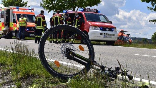 Kreis Wolfenbüttel: Ein Fahrradfahrer wurde von einem Auto erfasst. (Symbolbild)