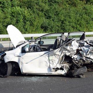 Unfall auf der A36 bei Wolfenbüttel: Am schwersten erwischte es die Fahrerin dieses Fahrzeugs. Sie musste aus dem Wrack befreit werden.