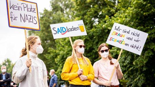 Erneut hat es in Braunschweig Proteste gegen das AfD-Treffen in der Millenium-Halle gegeben.