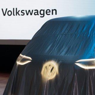 So ein großes Geheimnis wie hier kann VW aus dem ID.Buzz nicht mehr machen. Inzwischen rollt er schon über die Straßen, wenn auch mit Tarnung. (Archivbild)
