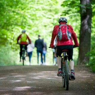 Fahrradfahrer und Spaziergänger kommen sich in Riddagshausen vor allem am Wochenende ziemlich in die Quere. (Symbolbild)