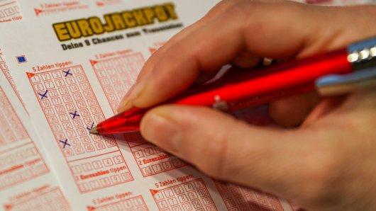 Lotto: Die Gewinnerin von 48 Millionen Euro ist nach einem Monat endlich aufgetaucht. (Symbolbild)