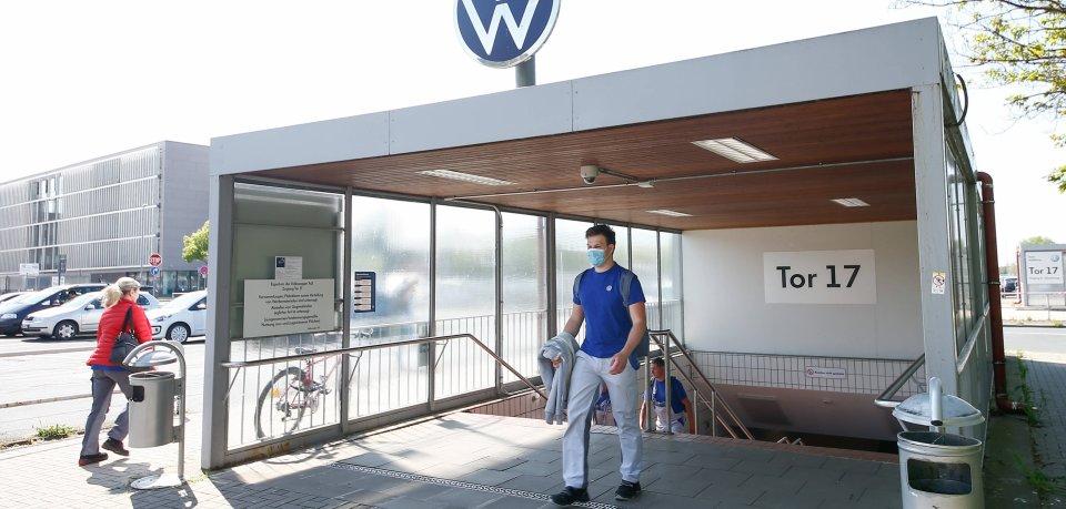 In Wolfsburg dürfen die VW-Mitarbeiter wieder an ihre Plätze. (Archivbild)