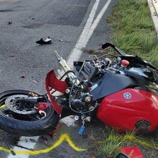 Dieses Bild von der Unfallstelle in Gifhorn zeigt, wie hegftig der Zusammenprall gewesen sein muss.