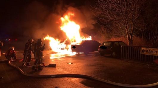 Auch für diesen Autobrand in Celle sollen die Jungs verantwortlich sein.