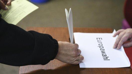 InNiedersachsenhat die Europawahl begonnen, auch zahlreiche Landräte und Bürgermeister werden gewählt.