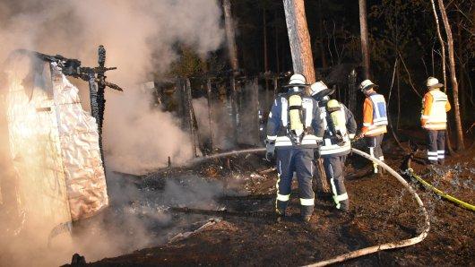 In Gamsen wurde die Feuerwehr in der Nacht zu einem Waldbrand gerufen.