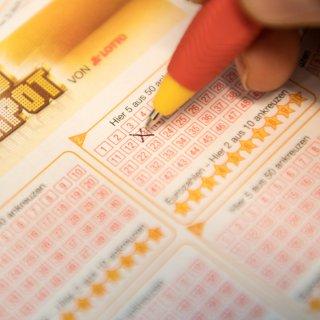 Ein Gewinner aus Niedersachsen hat den Lotto-Jackpot geknackt und eine krasse Summe abgeräumt. (Symbolbild).