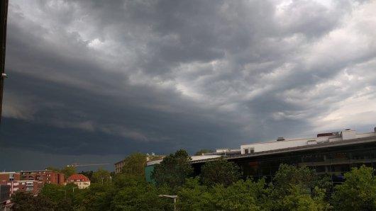 So sah der Himmel am Montag in Braunschweig aus. Ob es die Region am Dienstag wieder so trifft?