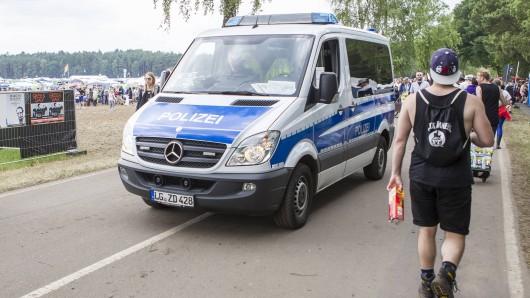 Die Polizei ist auf dem Hurricane Festival in Scheeßel im Einsatz (Archivbild).