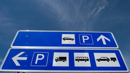 Der Fahrer hat bei der Raststätte Garbsen-Nord an der A2 geparkt, um dort zu übernachten. (Symbolbild)
