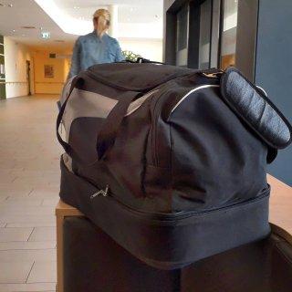 Eine Sporttasche hat in Bremen für Aufsehen gesorgt. Die Spur führt nach Braunschweig. (Symbolbild)