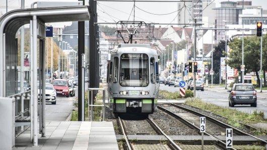 In Hannover hat es ein schweres Unglück mit einer Straßenbahn gegeben. (Symbolbild)