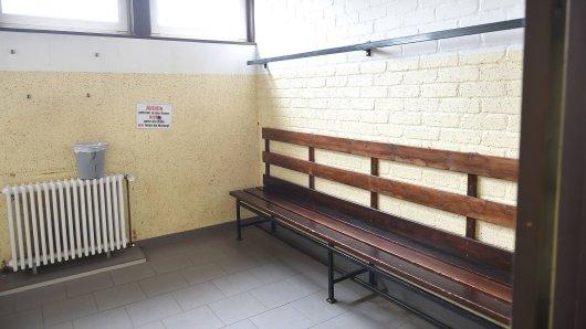 Ein Fussbaltrainer ist vom gericht Hannover zur einer Gefängnisstrafe verurteilt worden. Er soll mehrere Jungen u.a. in der Umkleidekabine und in einem Hotel sexuell missbraucht haben. (Symbolbild)
