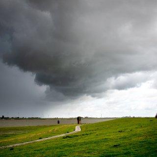 Da braut sich was zusammen! Das Wetter in Niedersachsen bringt am Wochenende nichts Gutes mit sich.