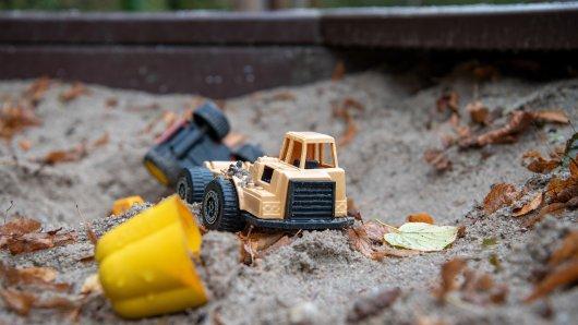 Ein Junge (9) ist beim Spielen im Sandkasten ums Leben gekommen. Die Hintergründe sind tragisch. (Symbolbild)