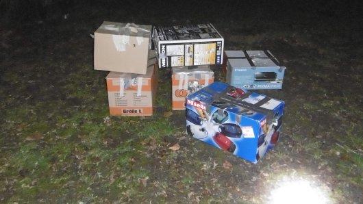 In Delmenhorst fand ein Spaziergänger einen ganzen Stapel mysteriöser Kartons