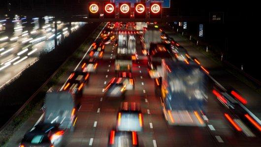 Die A2 bei Hannover war in der Nacht von Donnerstag auf Freitag für mehrere Stunden gesperrt. (Archivbild)