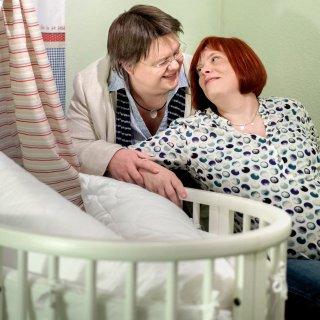 Die Akkermanns erwarten ein Kind. Doch das lesbische Paar fühlt sich vom hiesigen Standesamt diskriminiert.