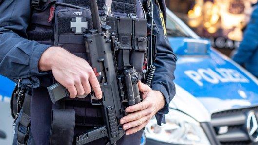 """Die Polizei ist laut """"Bild"""" mit Maschinenpistolen an der MHH in Hannover im Einsatz. Grund dafür sei ein Patient."""