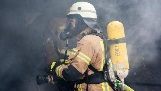 Eine Batterie ist in einem Keller in Einbeck (Niedersachsen) explodiert. Das hatte dramatische Folgen. (Symbolbild)