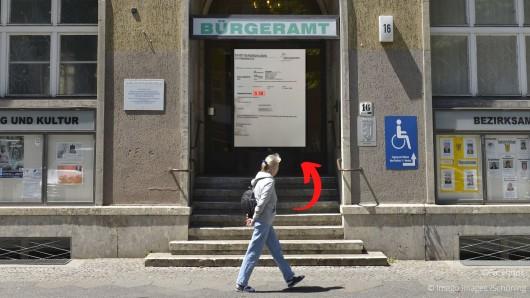 Das Bürgeramt Barsinghausen sorgt in Corona-Zeiten ungewollt für Schlagzeilen. (Symbolbild/Collage)