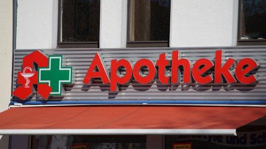 In Niedersachsen haben die Angestellten einer Apotheke in einer Tüte mit alten Medikamenten eine irre Entdeckung gemacht (Symbolbild).