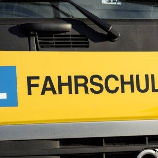 Ein Fahrlerer aus Gifhorn in Niedersachsen wird erst mal nicht mehr im Auto sitzen (Symbolbild).