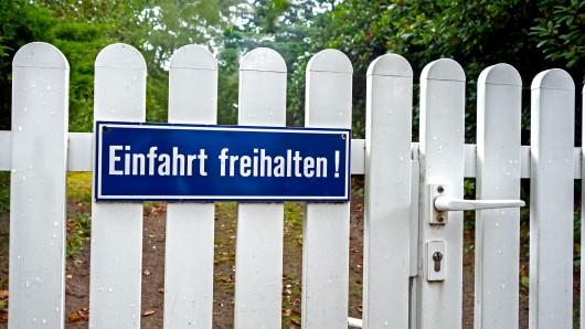 Eine Grundstückseinfahrt sorgte in Niedersachsen für Ärger (Symbolbild).