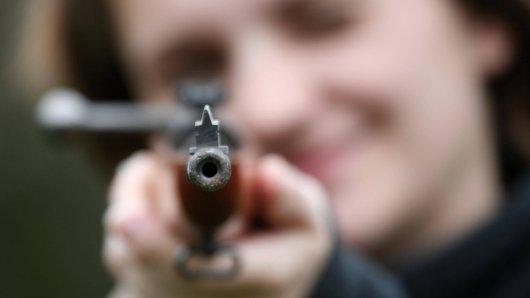 Bei einem Nachbarschaftsstreit in Hannover griff eine Frau zum Gewehr! (Symbolbild)