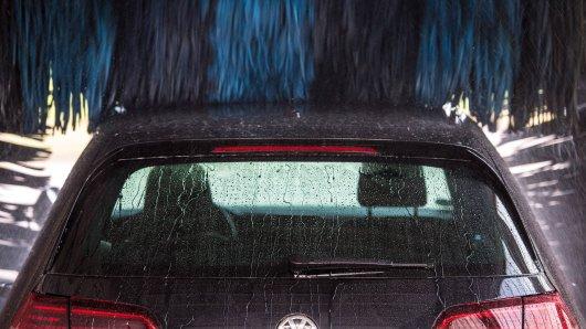 Seit Samstag sind Waschanlagen in Niedersachsen wegen der Corona-Pandemie geschlossen. (Symbolbild)