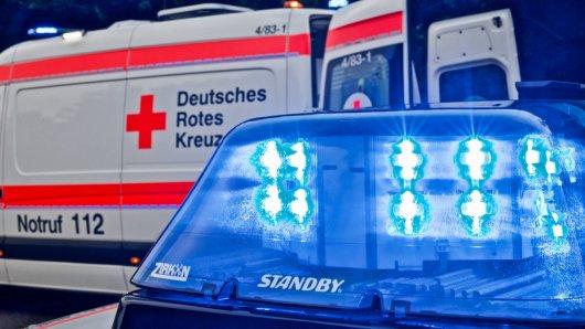 Auf der A7 in Niedersachsen hat es einen Lkw-Unfall gegeben! Die Autobahn musste voll gesperrt werden. (Symbolbild)