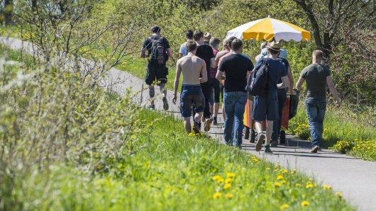 Wegen Corona wird Vatertag an diesem Jahr in Niedersachsen ganz anders. Was erlaubt ist, und was nicht, findest du hier. (Symbolbild)