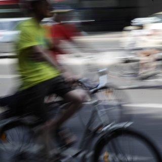 Ein Fahrradfahrer in Hannover ist bei einem Unfall schwer verletzt worden. (Symbolbild)