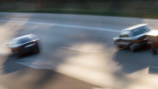 Ein Mann wollte auf der Autobahn bei Hannover einen anderen Autofahrer überholen. Doch das endete fast in einer Katastrophe. (Symbolbild)