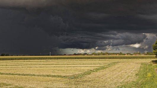 Der DWD hat am Dienstagnachmittag eine amtliche Unwetter-Warnung herausgegeben! (Archivbild)