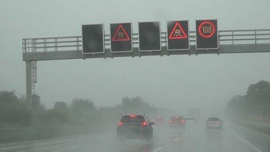 Starkregen auf der A2 hat zeitweise für Verkehrschaos gesorgt!