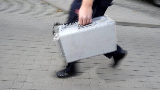 Ein Geldbote ist in Hannover von einem maskierten Mann überfallen worden. (Symbolbild)